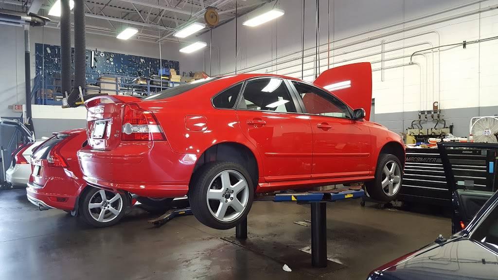 Kline Volvo Cars of Maplewood - car dealer  | Photo 3 of 7 | Address: 3040 US-61, Maplewood, MN 55109, USA | Phone: (866) 730-0629