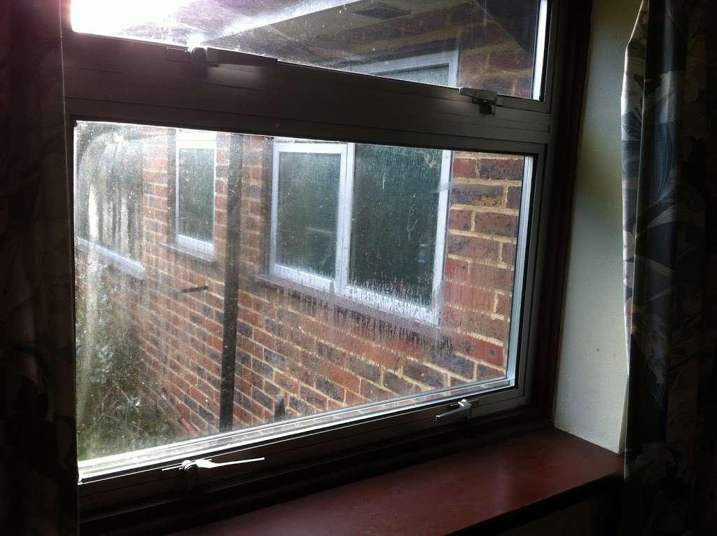 As Good as New - locksmith  | Photo 4 of 5 | Address: 12 Warren Cl, Felbridge, East Grinstead RH19 2PR, UK | Phone: 01342 318246