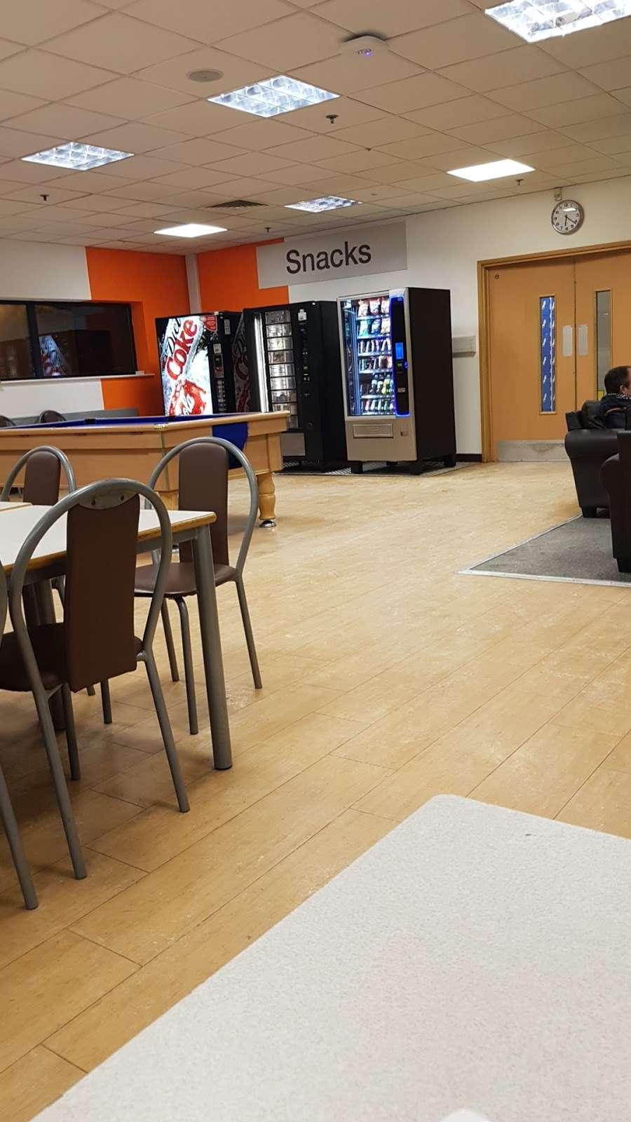 Tesco Dotcom CFC Aylesford - storage  | Photo 1 of 5 | Address: 28 Priory Park, Ditton, Aylesford ME20 7PP, UK | Phone: 01622 700400