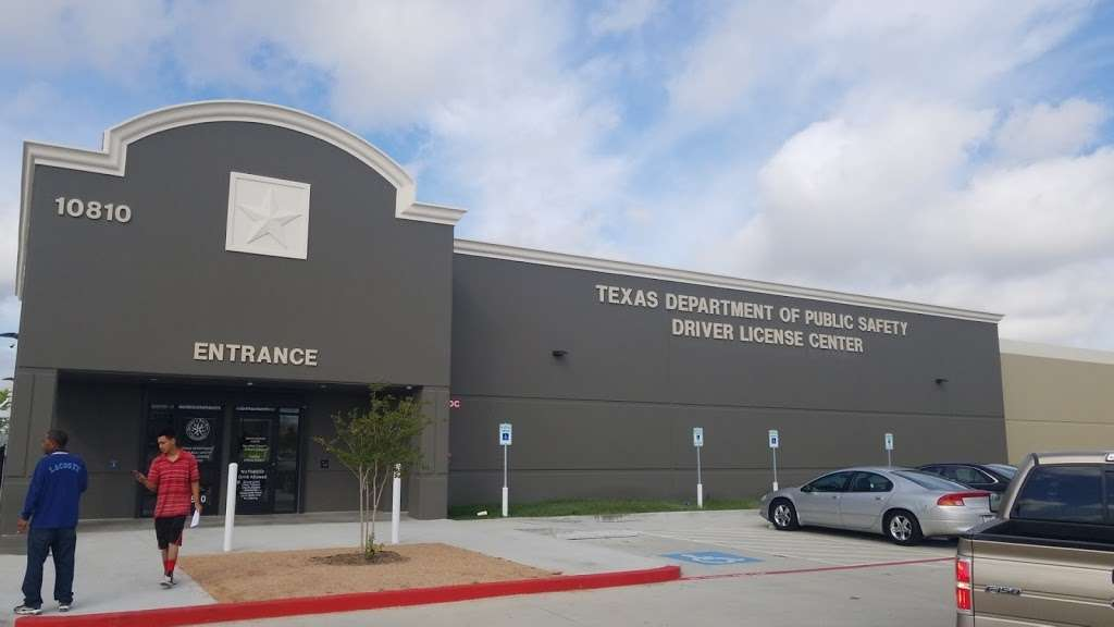 Texas Department of Public Safety Driver License Mega Center - local government office  | Photo 7 of 10 | Address: 10810 Galveston Rd Highway 3, Houston, TX 77034, USA | Phone: (281) 929-5300
