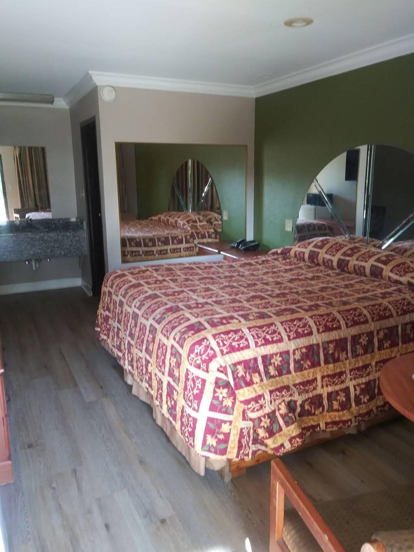 Regency Inn - lodging  | Photo 1 of 2 | Address: 3230 S 3rd St, Memphis, TN 38109, USA | Phone: (901) 345-5800