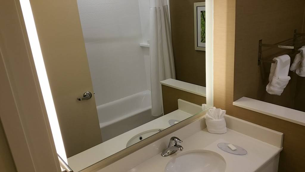 Fairfield Inn & Suites by Marriott Lincoln Airport - lodging  | Photo 4 of 9 | Address: 1000 W Bond St, Lincoln, NE 68521, USA | Phone: (402) 413-9003