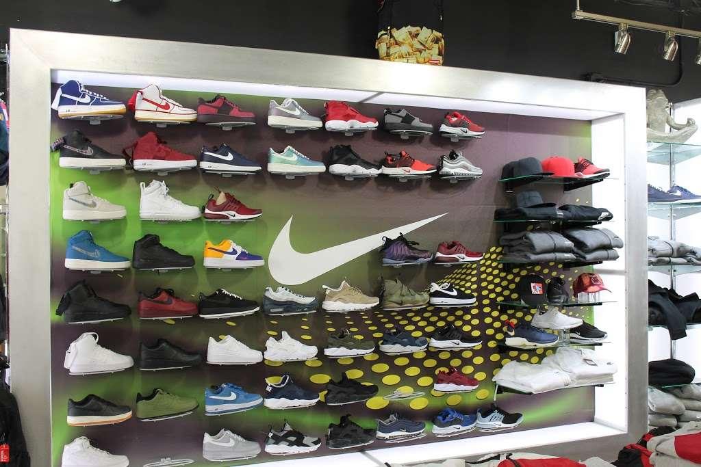 City Jeans Premium - shoe store    Photo 2 of 10   Address: 2996 Third Ave, Bronx, NY 10455, USA   Phone: (718) 401-5919