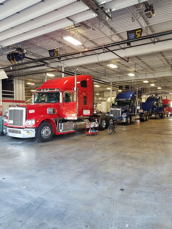 TRUCK LIFE - car repair  | Photo 7 of 10 | Address: 7900 Melton Rd, Gary, IN 46403, USA | Phone: (219) 655-0018