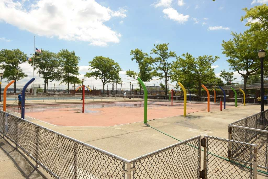 Lyons Pool Recreation Center - gym  | Photo 4 of 10 | Address: 20 Victory Blvd, Staten Island, NY 10301, USA | Phone: (718) 816-5255