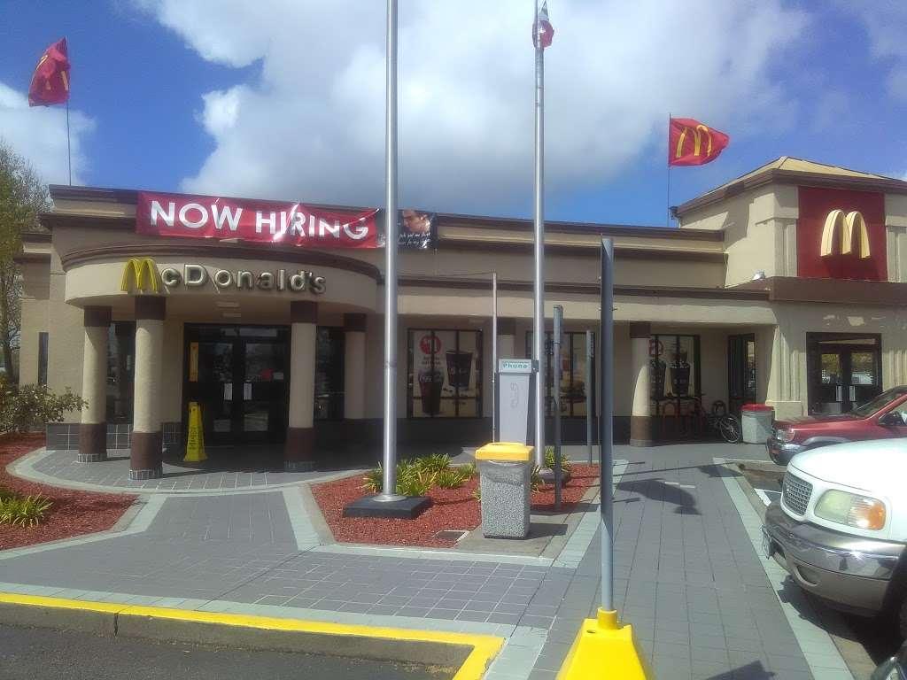 McDonalds - cafe  | Photo 2 of 10 | Address: 981 Lakeville Hwy, Petaluma, CA 94952, USA | Phone: (707) 769-1862