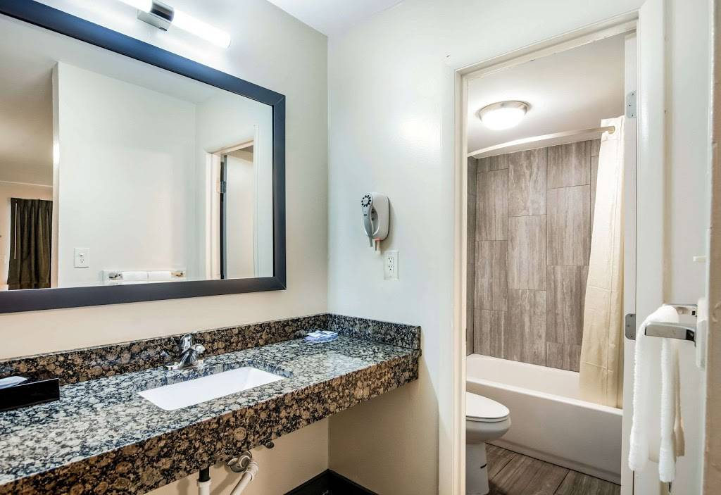 Rodeway Inn North Chesterfield-Richmond - lodging  | Photo 3 of 7 | Address: 2125 Willis Rd, Richmond, VA 23237, USA | Phone: (804) 271-6031