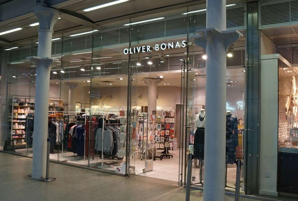 Oliver Bonas - clothing store  | Photo 2 of 10 | Address: Unit 16a, St Pancras Station, Euston Rd, Kings Cross, London N1C 4QP, UK | Phone: 020 7837 5161