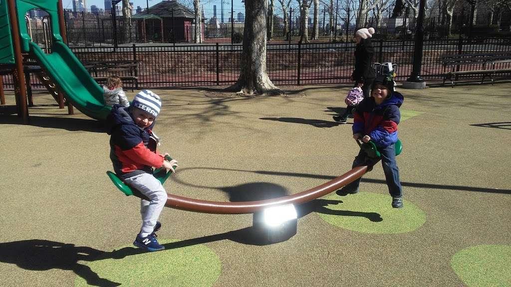 Elysian Park - park  | Photo 6 of 10 | Address: 1001 Hudson St, Hoboken, NJ 07030, USA | Phone: (201) 420-2012