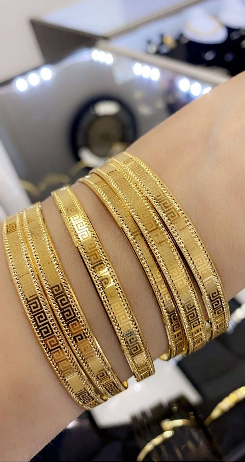 Queen jewelry - jewelry store  | Photo 8 of 10 | Address: 4064 E 14 Mile Rd, Warren, MI 48092, USA | Phone: (586) 303-2991