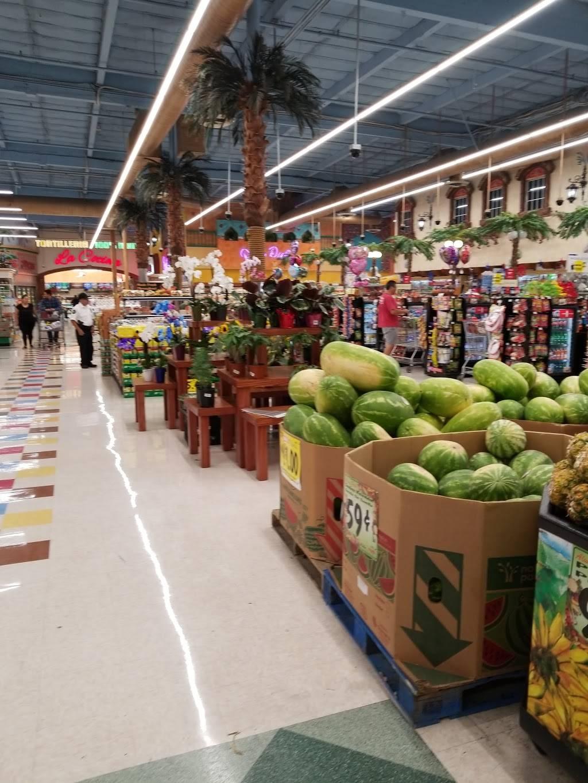 Vallarta Supermarkets - supermarket  | Photo 5 of 10 | Address: 5951 Niles St, Bakersfield, CA 93306, USA | Phone: (661) 366-4916
