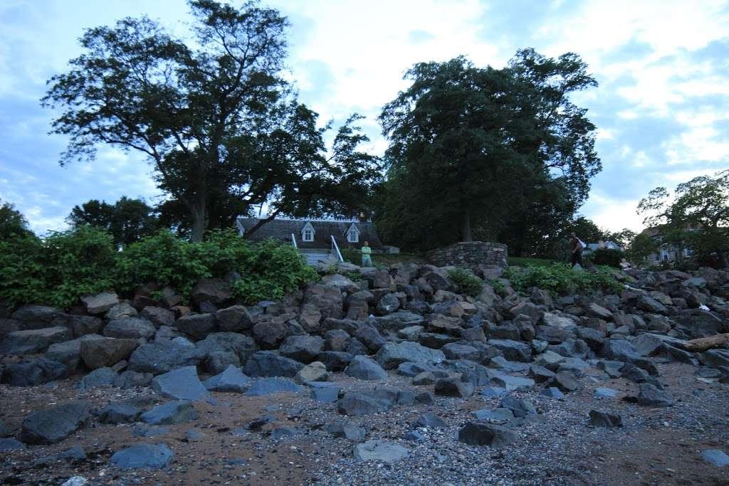 Buono Beach - park  | Photo 7 of 10 | Address: 287 Edgewater St, Staten Island, NY 10305, USA