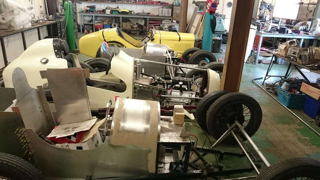 Pigsty Racing - car repair  | Photo 4 of 10 | Address: 2b, Lady Cross Business Park, Hollow Ln, Dormansland, Lingfield RH7 6PB, UK | Phone: 01342 870988