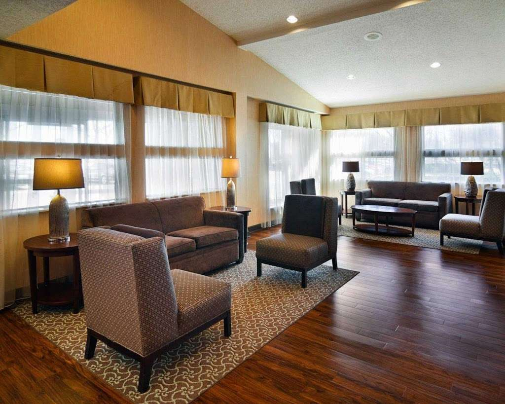 Comfort Suites Dfw Airport - lodging  | Photo 8 of 9 | Address: 4700 W John Carpenter Fwy, Irving, TX 75063, USA | Phone: (469) 713-3666