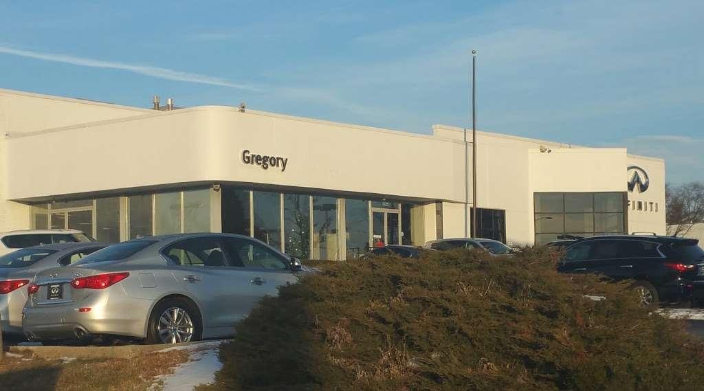 Gregory INFINITI - car dealer  | Photo 8 of 10 | Address: 1121 S Milwaukee Ave, Libertyville, IL 60048, USA | Phone: (847) 362-9200