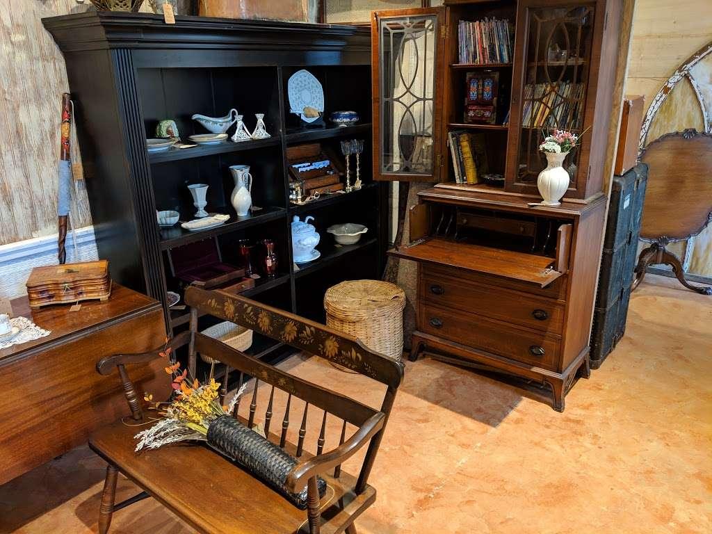 Crickets Antiques & Garden Market - home goods store  | Photo 3 of 10 | Address: 1641 Horseshoe Pike, Glenmoore, PA 19343, USA | Phone: (610) 942-7500