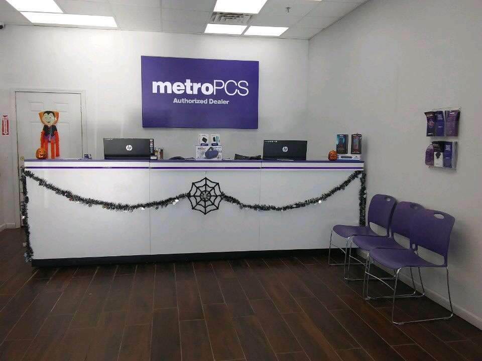 Metro by T-Mobile - electronics store  | Photo 8 of 10 | Address: 500 S River St, Hackensack, NJ 07601, USA | Phone: (201) 373-1000