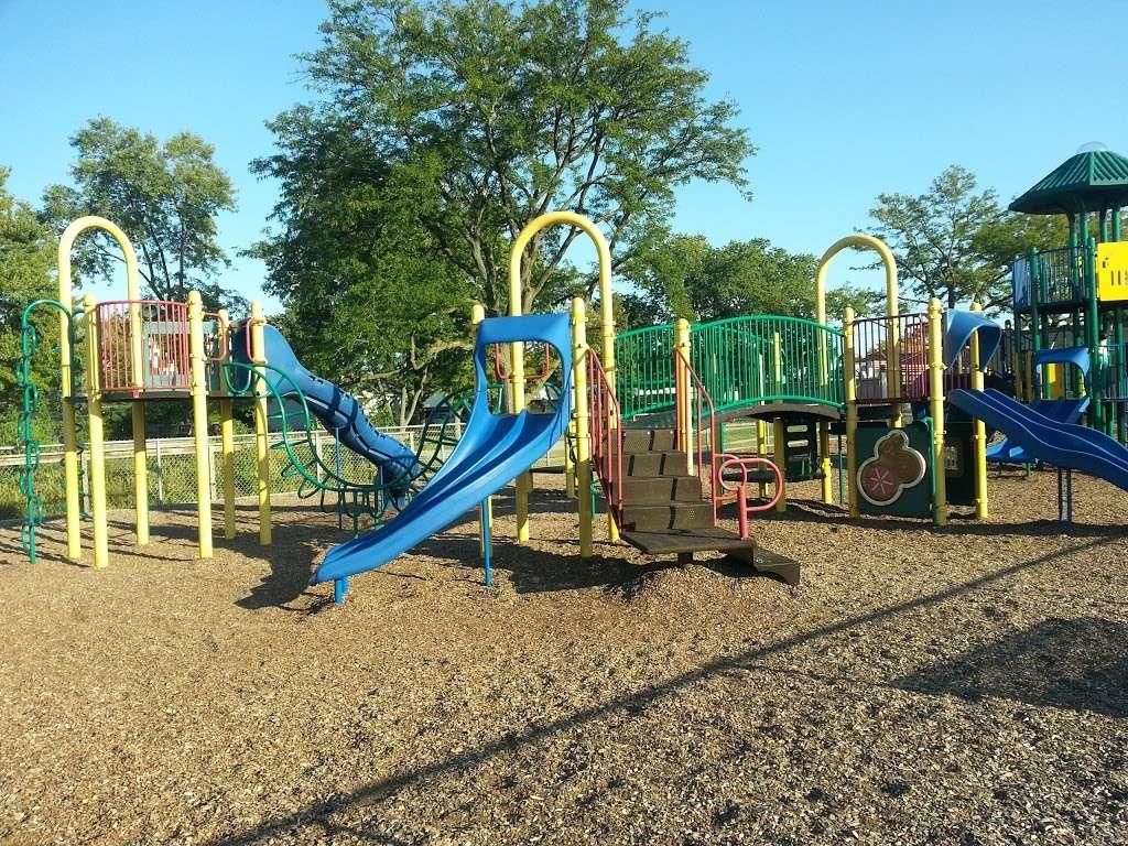 Iroquois Community School - school  | Photo 5 of 8 | Address: 1836 E Touhy Ave, Des Plaines, IL 60018, USA | Phone: (847) 824-1308