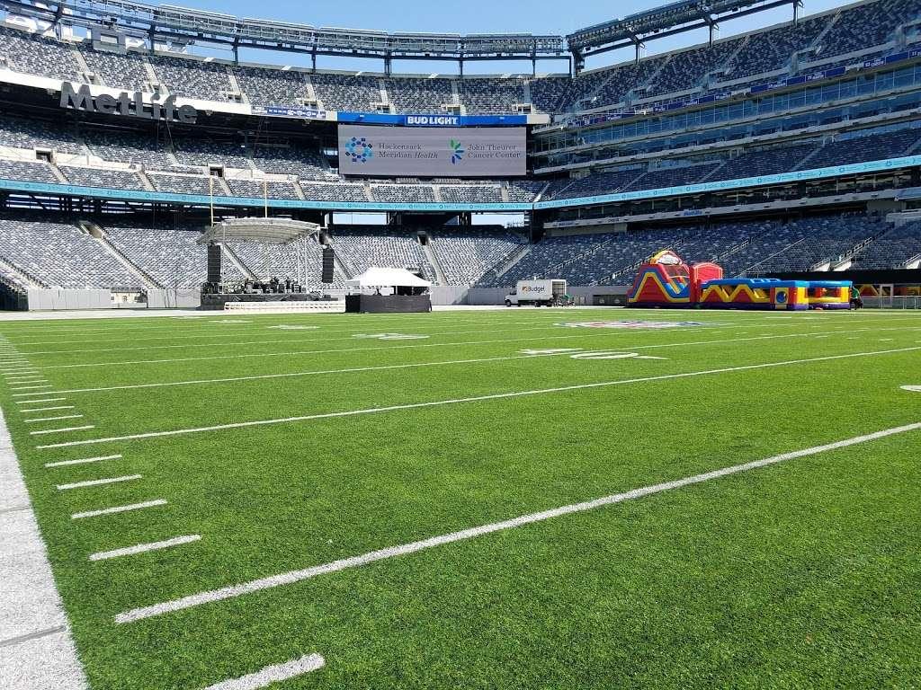 Meadowlands Sports Complex - stadium  | Photo 9 of 10 | Address: 50 NJ-120, East Rutherford, NJ 07073, USA | Phone: (201) 935-8500