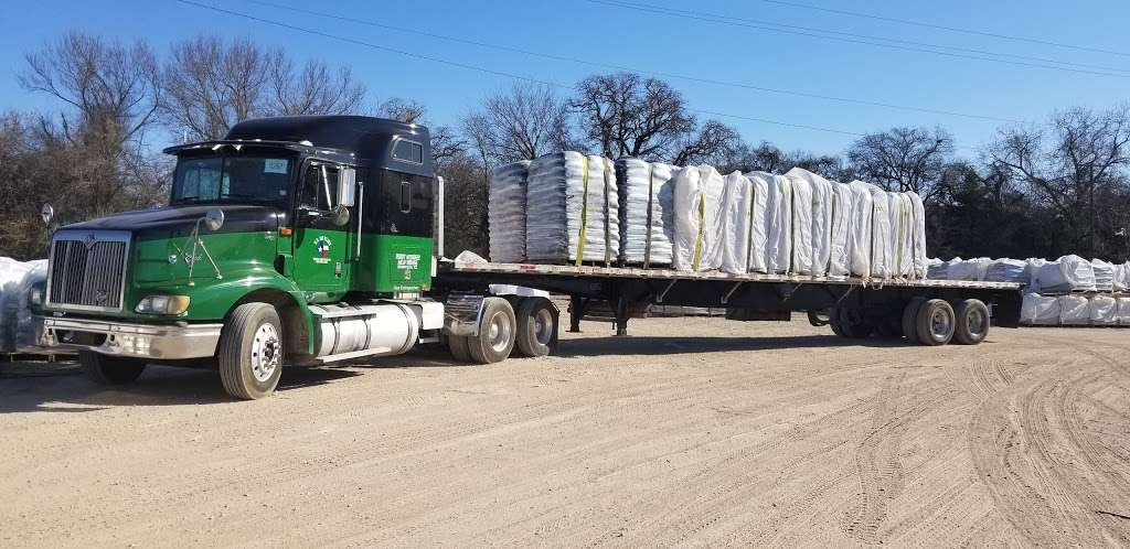 Oldcastle Lawn And Garden (Hope Agri Products-Texas Inc) - store  | Photo 2 of 10 | Address: 4930 River Oaks Rd, Dallas, TX 75241, USA | Phone: (214) 371-7120