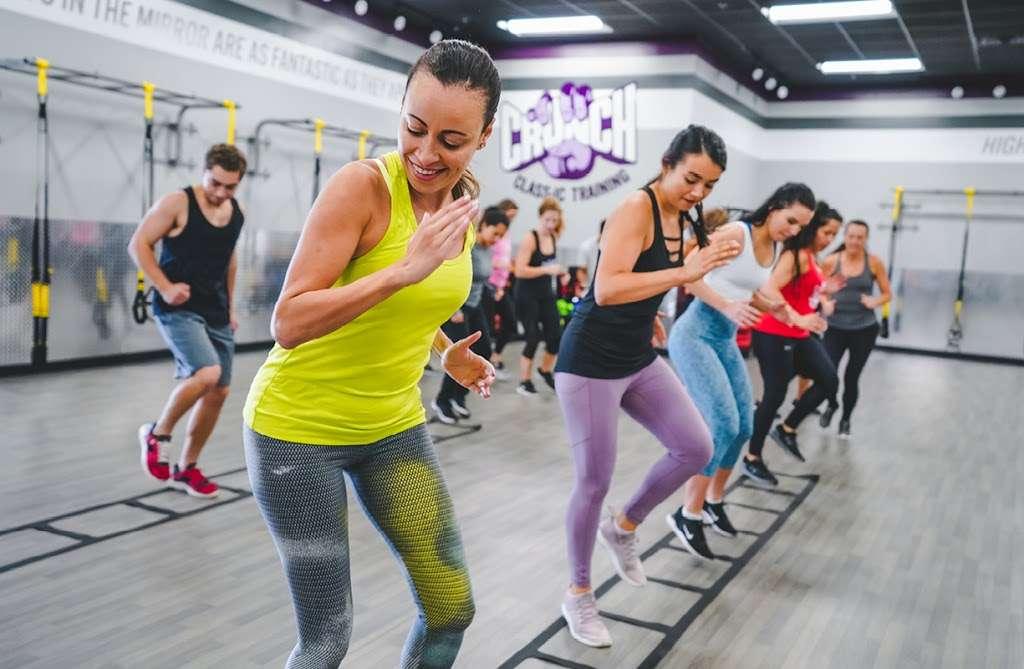 Crunch Fitness - Hudson - gym    Photo 3 of 10   Address: 205 Washington St, Hudson, MA 01749, USA   Phone: (978) 293-3633