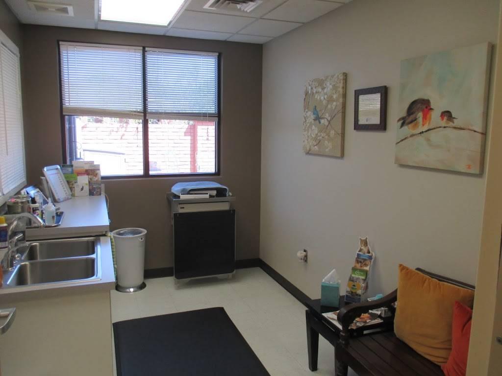 Skaer Veterinary Clinic - veterinary care  | Photo 6 of 10 | Address: 404 S Edgemoor St #100, Wichita, KS 67218, USA | Phone: (316) 683-4641