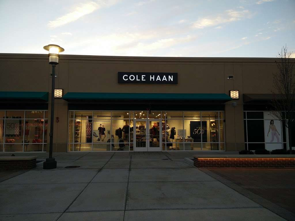 Cole Haan Outlet - shoe store  | Photo 6 of 10 | Address: 1650 Premium Outlet Blvd #568, Aurora, IL 60502, USA | Phone: (630) 898-1369