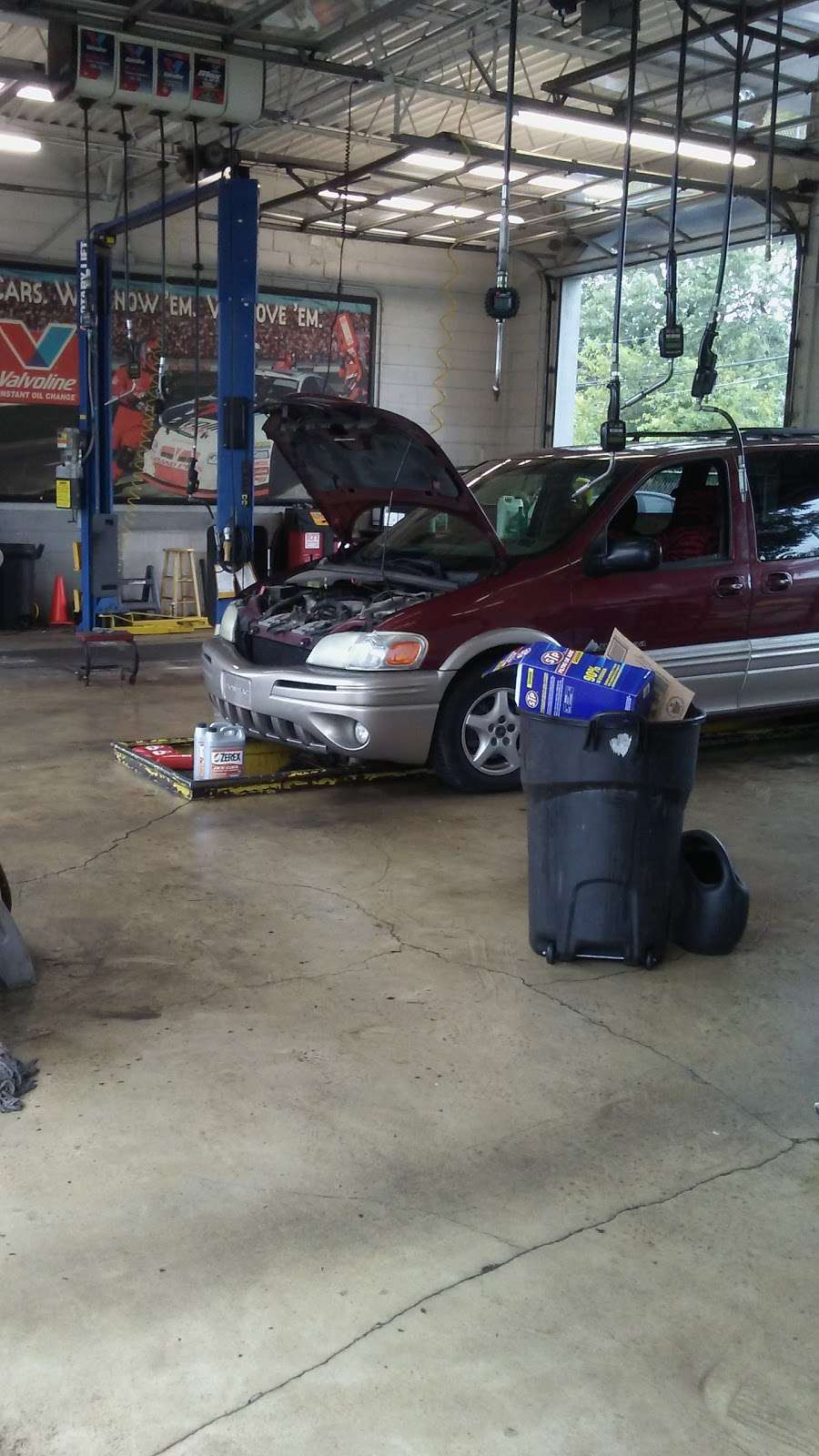 Valvoline Instant Oil Change - car repair  | Photo 1 of 6 | Address: 11328 S Halsted St, Chicago, IL 60628, USA | Phone: (773) 928-1600