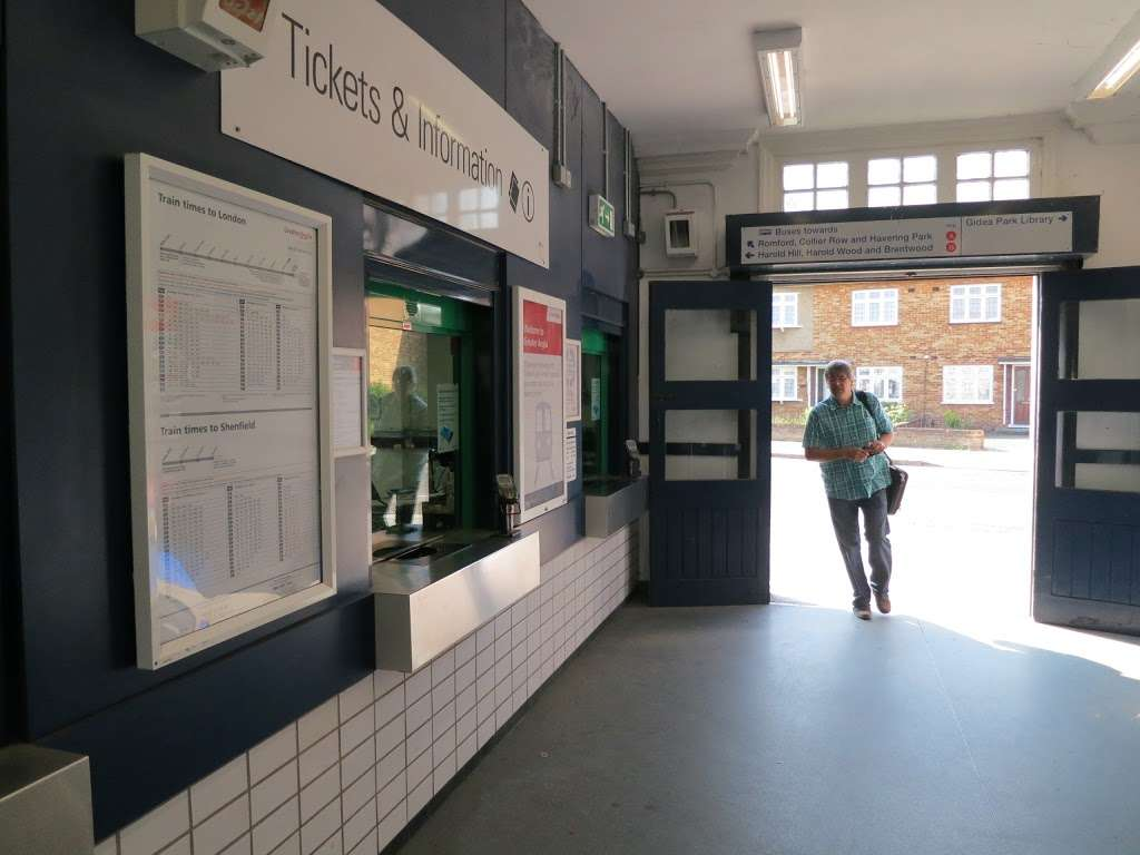 Gidea Park - train station  | Photo 7 of 10 | Address: Station Rd, Romford RM2 6BX, UK | Phone: 0343 222 1234