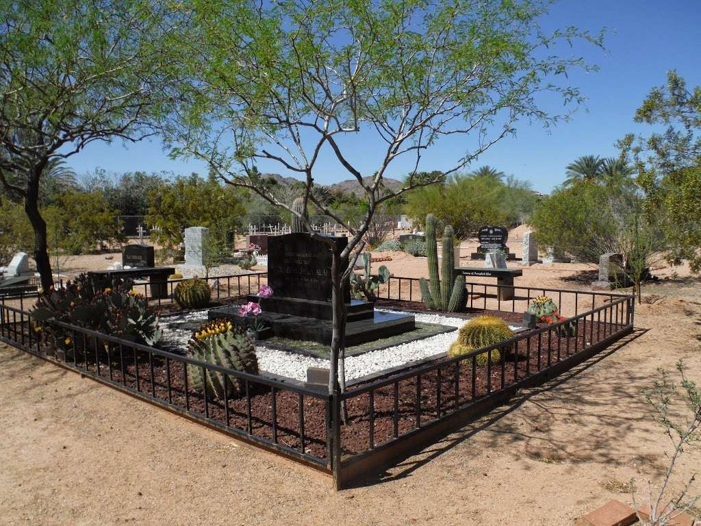 Camelback Cemetery - cemetery  | Photo 1 of 2 | Address: Paradise Valley, AZ 85253, USA | Phone: (480) 946-0394