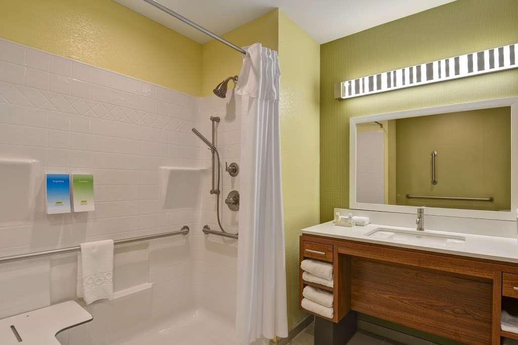 Home2 Suites by Hilton Baytown - lodging  | Photo 4 of 10 | Address: 7512 Garth Rd, Baytown, TX 77521, USA | Phone: (832) 926-7350