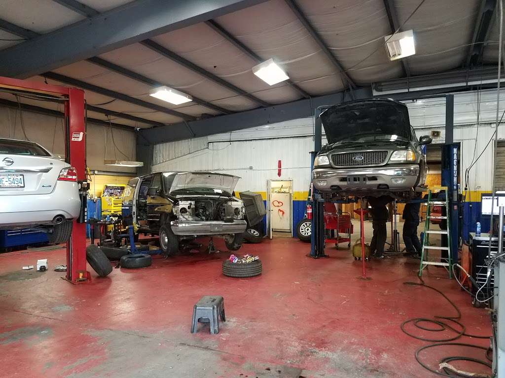 Mecias Auto Service & Body Shop - car repair  | Photo 2 of 8 | Address: 7603 Old Statesville Rd, Charlotte, NC 28269, USA | Phone: (704) 597-1740