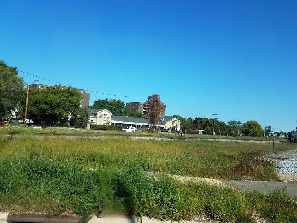Burr Jones Park - park  | Photo 4 of 9 | Address: 1820 E Washington Ave, Madison, WI 53704, USA | Phone: (608) 266-4711