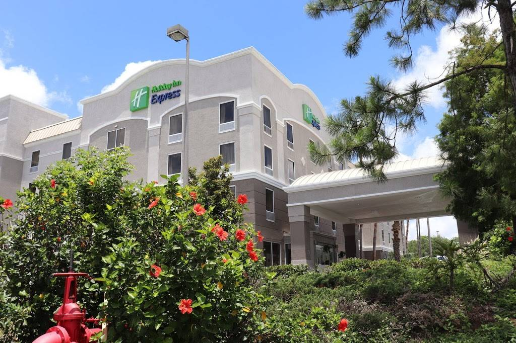 Holiday Inn Express & Suites Clearwater/US 19 N - lodging  | Photo 1 of 8 | Address: 2580 Gulf to Bay Blvd, Clearwater, FL 33765, USA | Phone: (727) 797-6300
