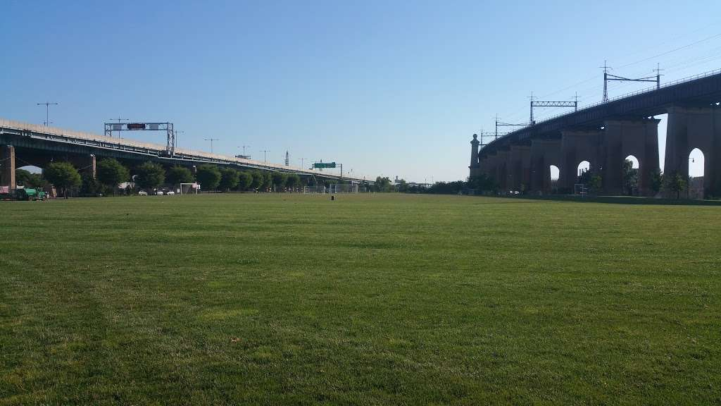 Randalls Island Field 54 - park  | Photo 1 of 6 | Address: Hell Gate Cir, New York, NY 10035, USA