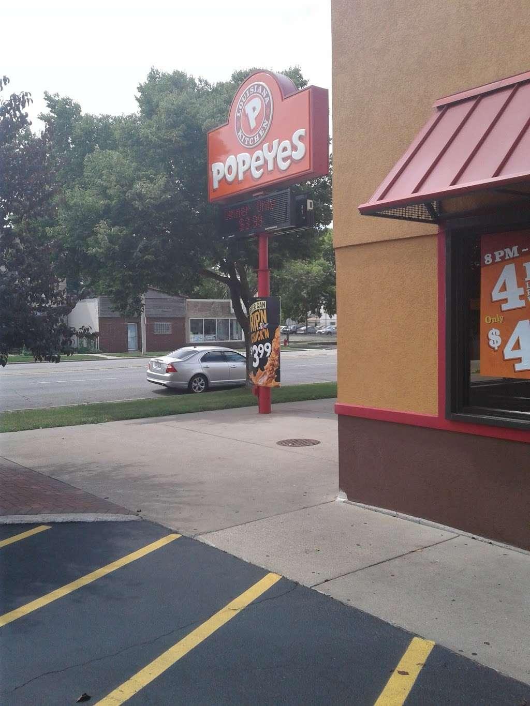 Popeyes Chicken - restaurant  | Photo 4 of 10 | Address: 610 Madison St, Oak Park, IL 60302, USA | Phone: (708) 524-1022