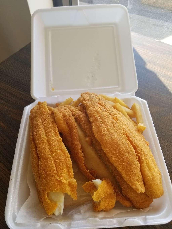 Jordans Fish Chicken & Gyros - restaurant  | Photo 4 of 6 | Address: 6165 Allisonville Rd, Indianapolis, IN 46220, USA | Phone: (317) 254-4444