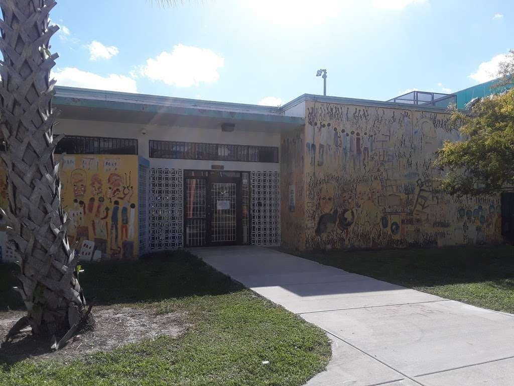 Culmer Overtown Branch Library - library  | Photo 9 of 9 | Address: 350 NW 13th St, Miami, FL 33136, USA | Phone: (305) 579-5322