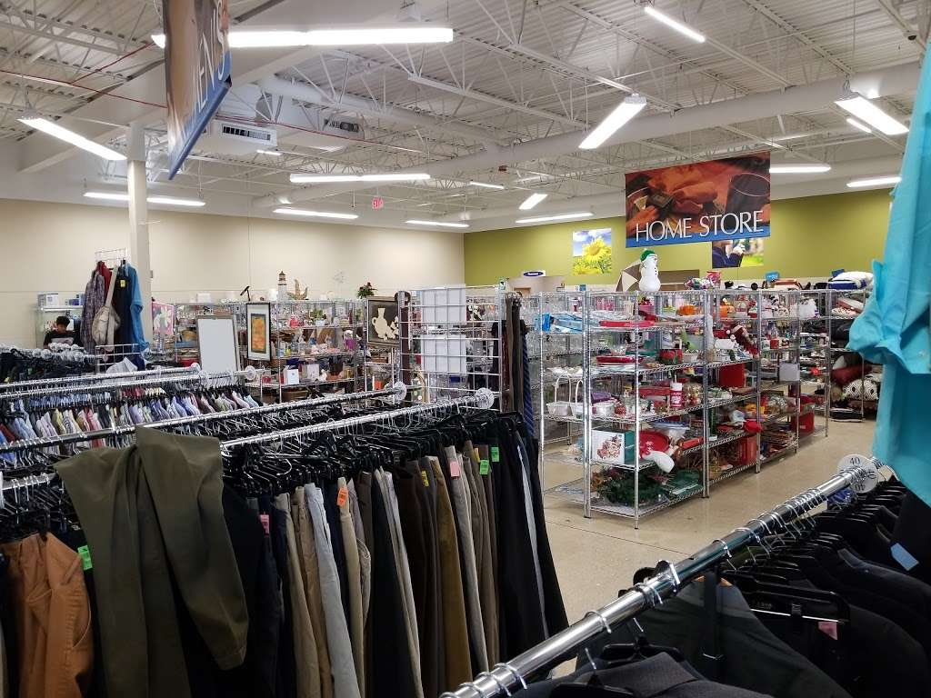 Goodwill Store & Donation Center in Evanston - store  | Photo 5 of 10 | Address: 1916B Dempster Street, Evanston, IL 60202, USA | Phone: (847) 905-1202