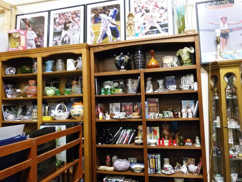 Wildwood Antique Mall of Lakeland - jewelry store  | Photo 5 of 9 | Address: 3530 US Hwy 98 N, Lakeland, FL 33809, USA | Phone: (863) 603-3917