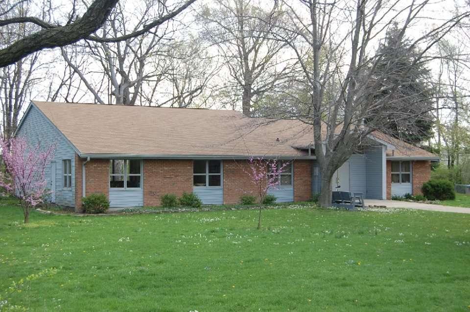 Iglesia Amigos - church  | Photo 1 of 10 | Address: 831 N Edmondson Ave, Indianapolis, IN 46219, USA | Phone: (317) 359-4849