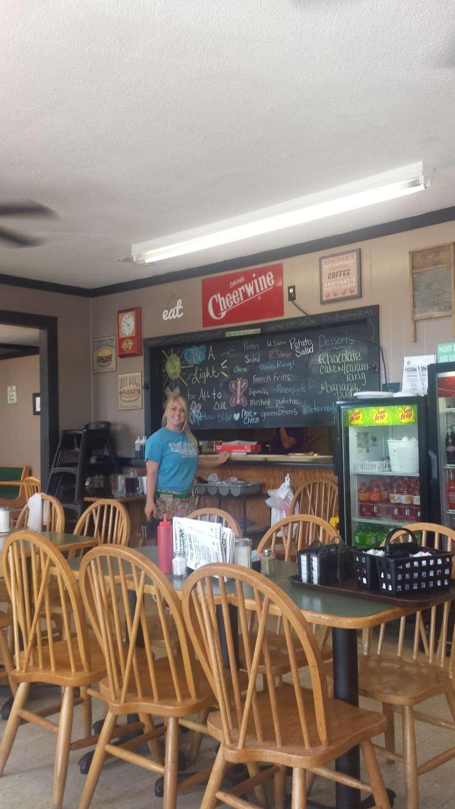 Wahoos Diner - restaurant  | Photo 9 of 9 | Address: 110 N Salisbury GQ Ave, Salisbury, NC 28146, USA | Phone: (704) 209-0503