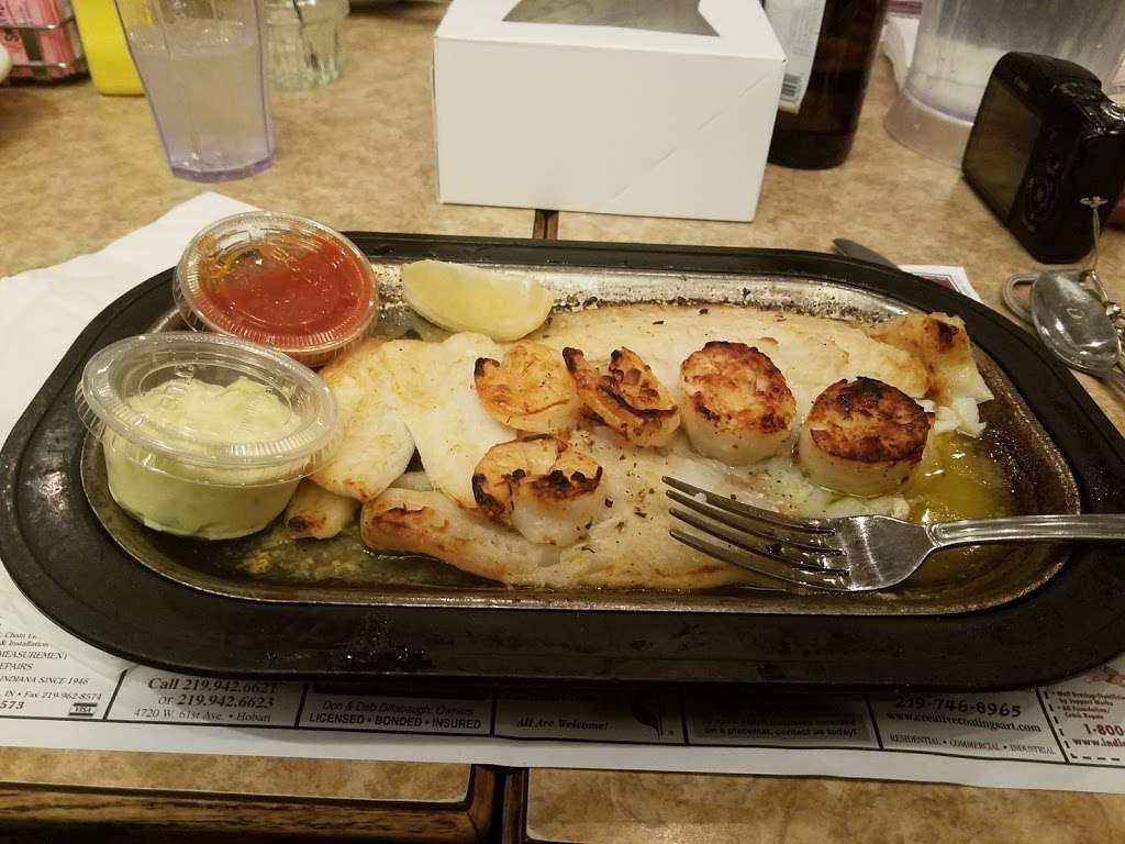 Paragon Restaurant - restaurant  | Photo 4 of 10 | Address: 1701 E 37th Ave, Hobart, IN 46342, USA | Phone: (219) 947-2440