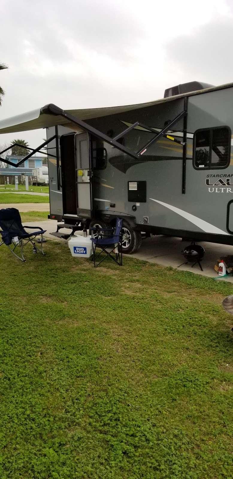 Beach Side RV Park - rv park  | Photo 4 of 10 | Address: 1280 State Hwy 87, Crystal Beach, TX 77650, USA | Phone: (409) 996-3288