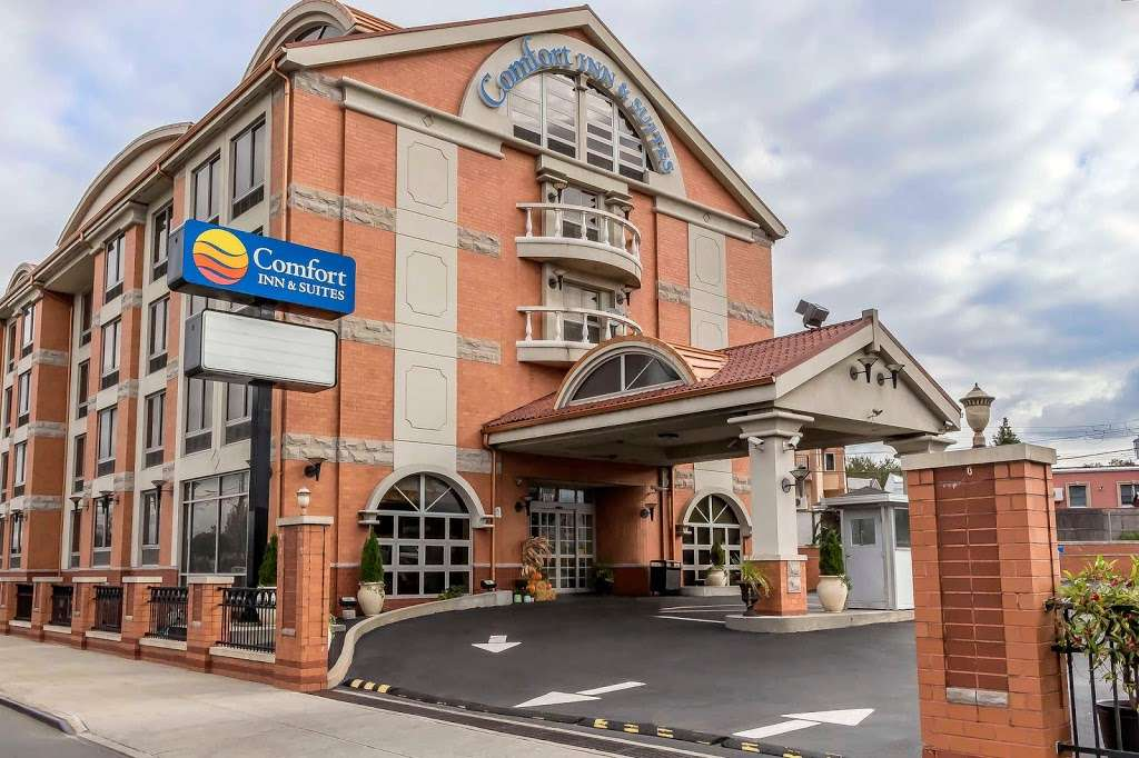 Comfort Inn & Suites LaGuardia Airport - lodging  | Photo 1 of 10 | Address: 60-30 Maurice Ave, Maspeth, NY 11378, USA | Phone: (718) 457-5555