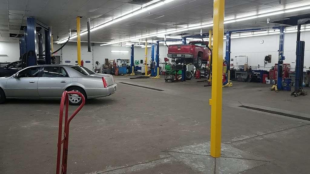Burtness Chevrolet Buick GMC of Whitewater - car dealer  | Photo 6 of 10 | Address: 1389 W Main St, Whitewater, WI 53190, USA | Phone: (262) 473-6060