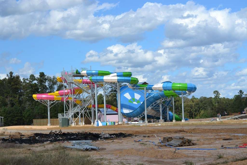 Big Rivers Waterpark - amusement park  | Photo 3 of 10 | Address: 23101 TX-242, New Caney, TX 77357, USA | Phone: (832) 509-1556