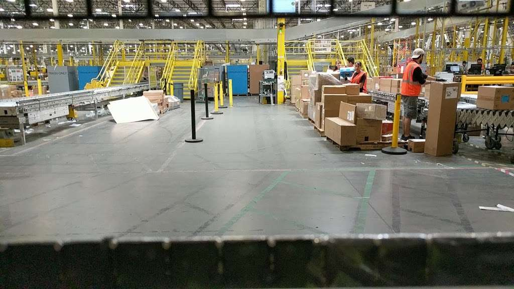 Amazon Fulfillment Center ONT8 - storage  | Photo 6 of 10 | Address: 24300 Nandina Ave, Moreno Valley, CA 92551, USA | Phone: (951) 243-6060