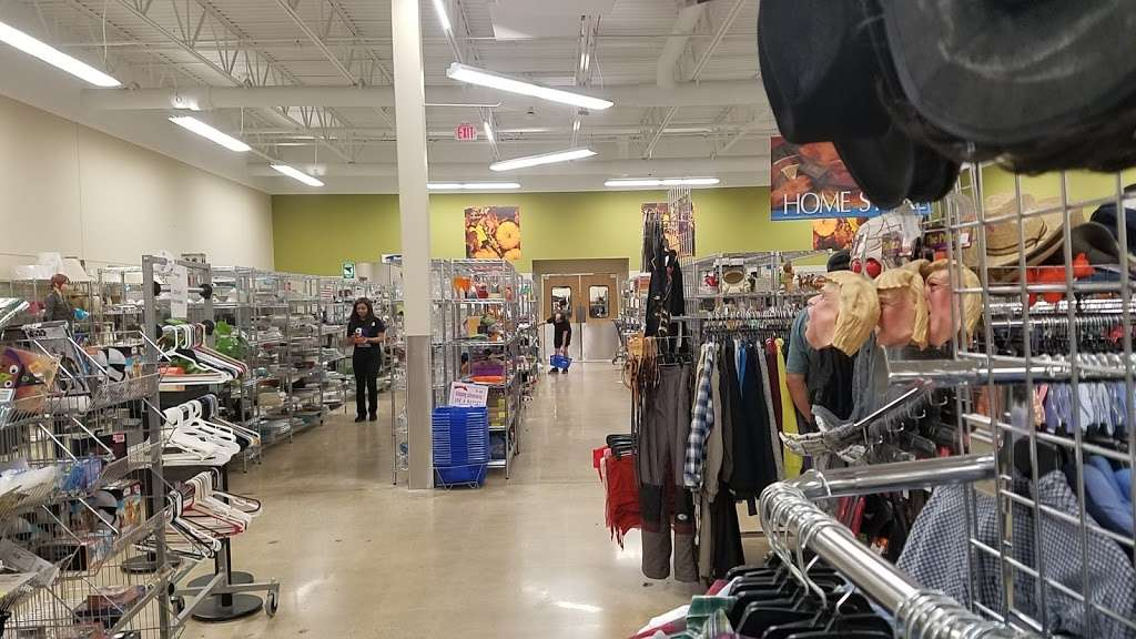 Goodwill Store & Donation Center in Evanston - store  | Photo 10 of 10 | Address: 1916B Dempster Street, Evanston, IL 60202, USA | Phone: (847) 905-1202