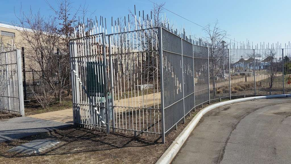 Hunts Point Landing - park  | Photo 6 of 10 | Address: 2 Farragut St, Bronx, NY 10474, USA